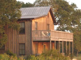 Moonrise Retreat, hill country cabin that offers beautiful views and calm