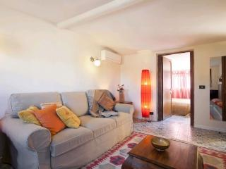 A bright and spacious apartment with a large terrace in the heart of Trastevere., Rome