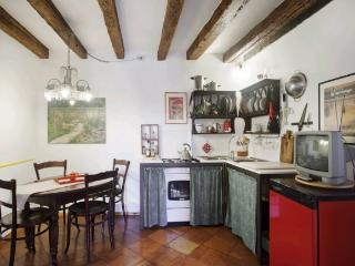 A charming and bright apartment with a gorgeous view of Arsenale's towers and lions., Venetië