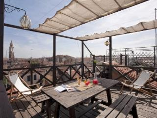 A beautiful modern loft on two floors featuring a large rooftop terrace with a panoramic view., Venise