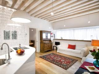 A spacious, modern, and sunny apartment in the Cannaregio district, Venecia
