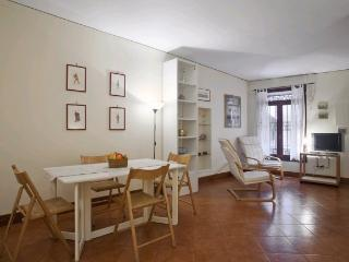 A spacious studio apartment on San Severo's canal in front of the Palazzo Zorzi (UNESCO's office), Venice