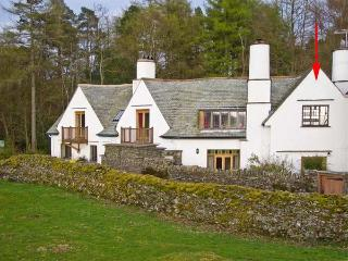 THE STUDIO, quality romantic studio accommodation, close to walks, in Bowness-on