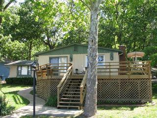 Jim`s Hideaway - Amazing Ranch Styled 2 Bedroom Home, Grassy Level Lot. 8 MM in Buck Creek Cove, Gravois Mills