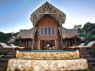 Brisa Del Mar: Balinese Style Oceanfront Villa, Roatan