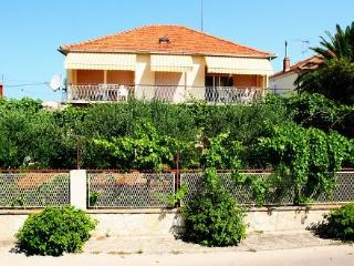 Apartment Mira for 9 persons, Zadar