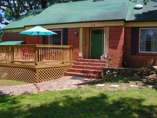 Great family rental,  Plenty of room  1 mile from historic district- two story, Hot Springs