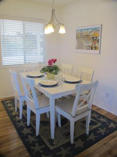 Large, Sunny Dinning Room