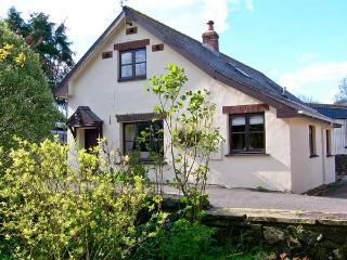 BARN COTTAGE with woodburner, shared use of garden, family friendly near Haverfo