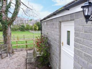 LAIR CLOSE COTTAGE romantic, open plan accommodation in village of Shaw Mills near Harrogate Ref 14081