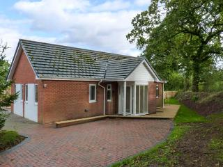 WATERBRIDGE LODGE, a single storey detached cottage, with an open plan living area, and garden, in Copplestone, Ref 14389