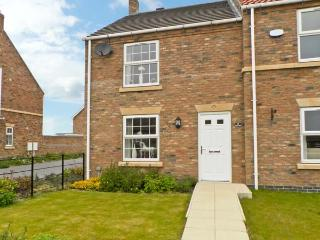 5 FARM ROW family friendly cottage, near to coast in Beeford Ref 7963, Driffield