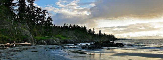 Weirs Beach - 10-15 min walk away