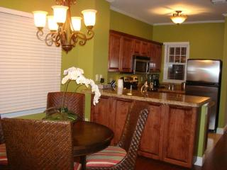 Fully equipped kitchen with dining table for 4