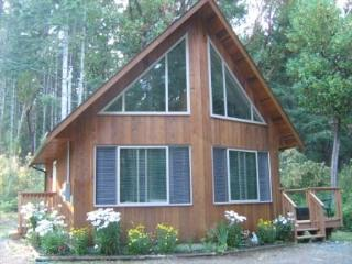 Parksville Area Cedar guest house nestled in woods, Nanoose Bay