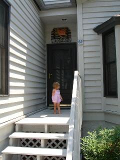 Just a few steps and you are in the front door - welcome!