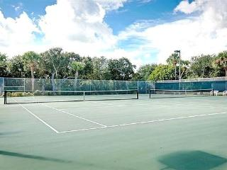 1 bd rm Beach town home in Vero Beach FL 65 pics that sleeps 2 but can fit 4 for visiting guests