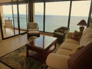 Breathtaking Oceanfront Penthouse- Privacy & Views, Lahaina