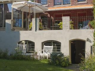 Bright garden Bed & Breakfast near Amsterdam