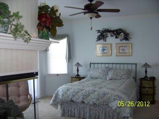 Magnolia Room (MBR)  Queen bed