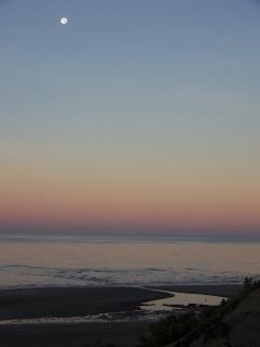MORNING MOON OVER THE SEA NOV 2012