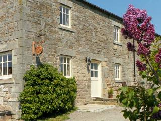 THE COTE, stone cottage, beautiful views, rural location, walks from door in Sta