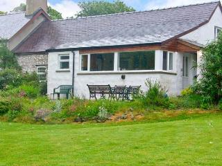 MORFA ISAF FARM, romantic retreat, WiFi, close to coast and footpaths in Llangrannog, Ref 15867