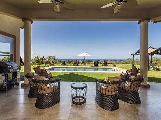 Magnificent Ocean Views, Pool, Walk to Beach, Surrounded by Fruit Orchards-PHHIAPL, Kailua-Kona
