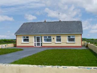 SCARDUE HOUSE, all ground floor, open fire, countryside setting in Claremorris, Ref 15829