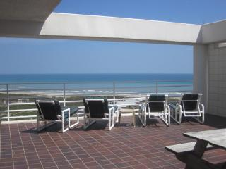 Large PRIVATE Sundeck, Beautiful Ocean & Bay Views, Spacious Rooms !, Ilha de South Padre