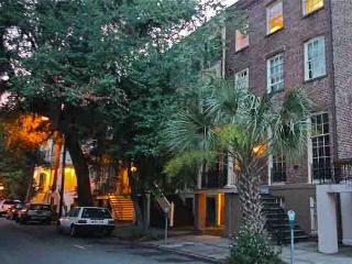 Historic 1BR Garden on Monterey Square with Exposed Brick & Hardwood Floors, Savannah