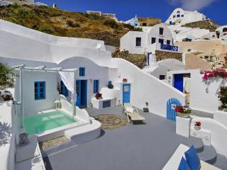 Dream blue villa, beautiful villa in Oia Santorini