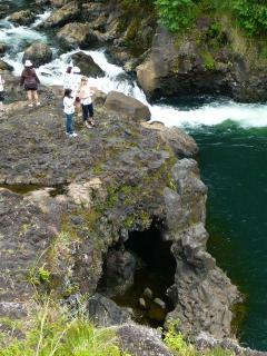Natural wonders to discover - Boiling Pots in Hilo