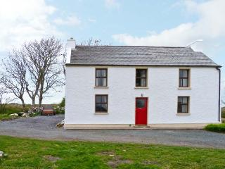 MARY KATE'S COTTAGE, three double bedrooms, multi-fuel stove, close to beach in Narin, Ref 14388