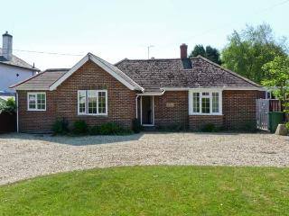 LITTLE TIFTERS, all ground floor, private patio, beaches nearby in Bembridge, Ref 16272