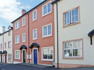 4 CANNON COURT, three-storey townhouse, four bedrooms, garden, close to a beach, inMountcharles, Ref 15520, Frosses