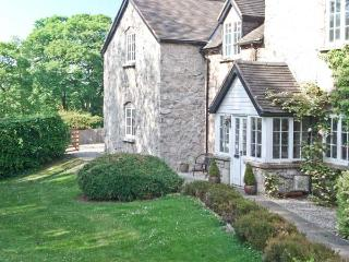 DISTYLL, single storey cosy cottage, idyllic location near stream, underfloor