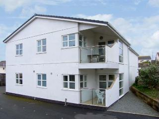 TIDES, minute from sandy beach, ground floor accommodation, enclosed patio, vill