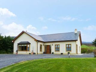 KISSANE'S COTTAGE, detached cottage with open fire, woodburning stove, and Jacuzzi, close to Beaufort, County Kerry, Ref 14753