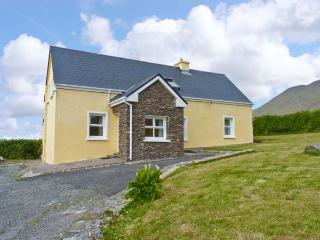 AN TSEANTHIG family friendly, stunning views in an isolated position in Dingle, County Kerry Ref 16581, Glaise Bheag
