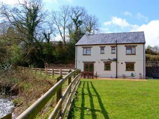 CENNEN LODGE, a detached cottage, with four bedrooms, Jacuzzi bath, lawned garde