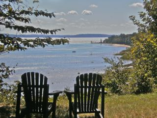 Suttons Bay waterfront: Strawberry Hill log cabin, Leelanau Grand Traverse