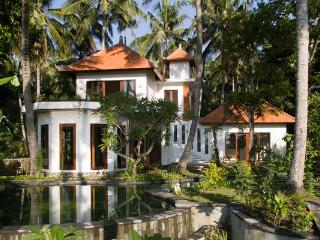 Beautiful Traditional Bali 6 Guests AC/Pool/Luxury, Karangasem