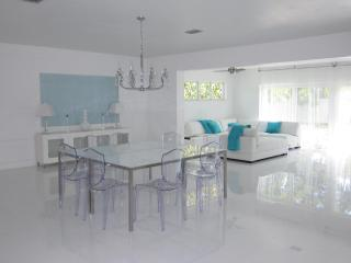 Tiffany Villa, lux mod and kosher w pool, Miami Fl, North Miami Beach