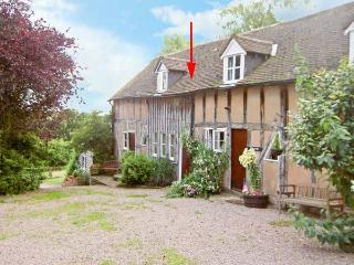 SPARROW'S NEST, romantic retreat, beautiful countryside, in Great Malvern Ref 16140