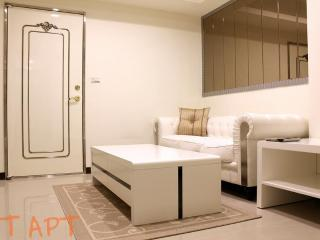 1 BR Apartment Zhong Xiao Dun Hua MRT 1 Second, Taipei