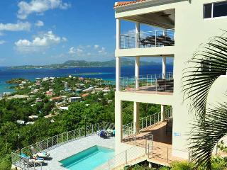 *Beautiful Luxury Villa* overlooking Cruz Bay*walk to town*