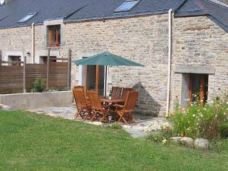 LA LUCINE - Petits Papillons Rural Cottages, Josselin