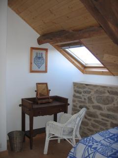 Bedroom 3 dressing area