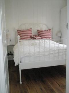 King Size Bed Bedroom 1